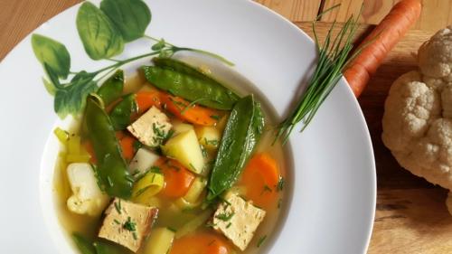 Gemüsesuppe mit Räuchertofu