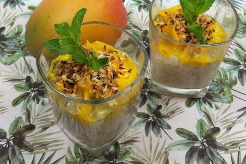 Tapioka-Kokos-Pudding mit Mango und Passionsfrucht